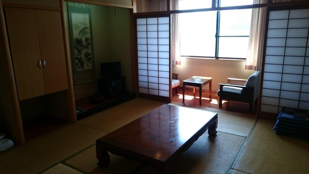 落ち着いた和室で宿泊いただけます