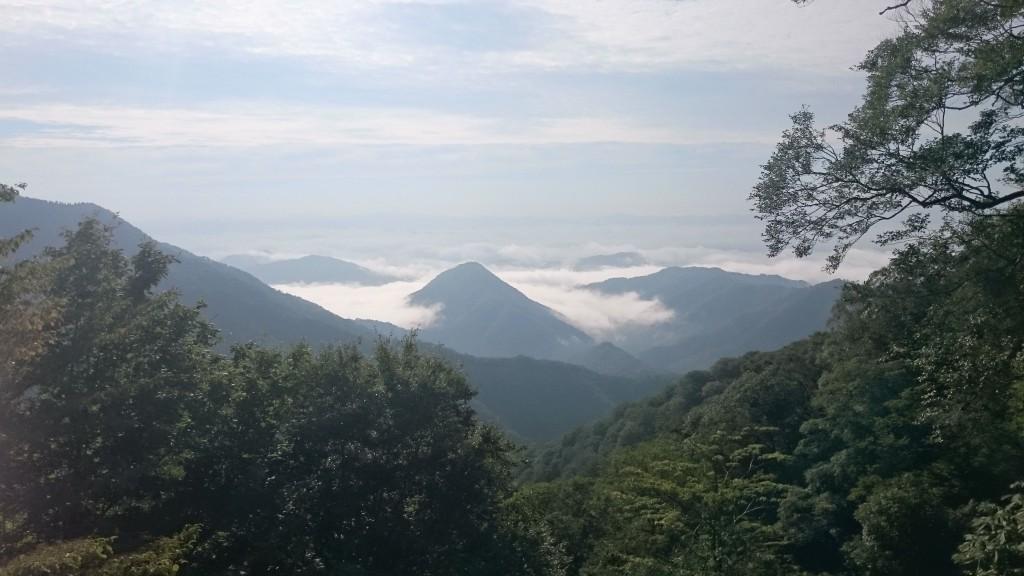 鬼嶽稲荷神社(千丈ヶ岳8合目)から見える雲海
