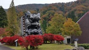 鬼の博物館巨大鬼瓦「平成の大鬼」周辺のドウダンツツジ