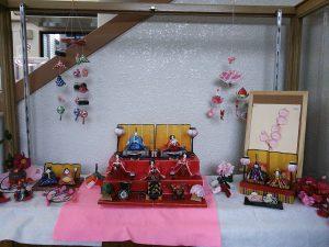 大江駅の雛飾りです